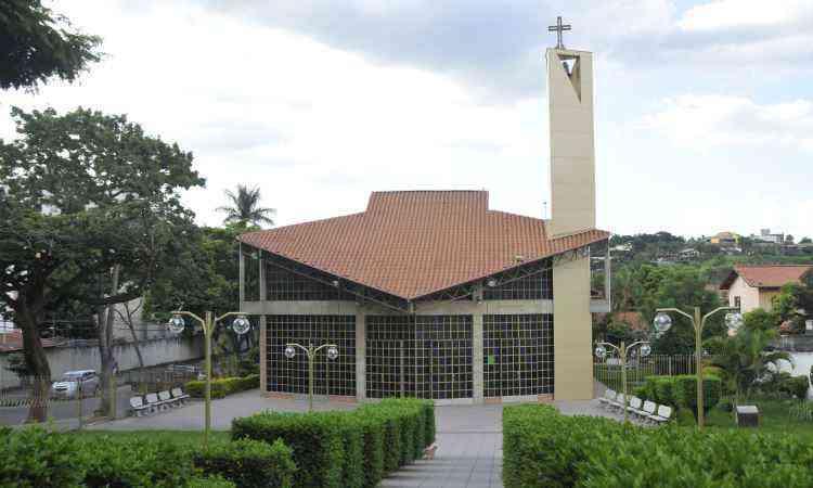Paróquia Santa Terezinha é a principal referência do bairro  - Juarez Rodrigues/EM/D.A Press