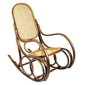 Cadeira de balanço Montreal, da Thonart, tem apelo do clássico em madeira e palhinha - Thonart/Divulgação