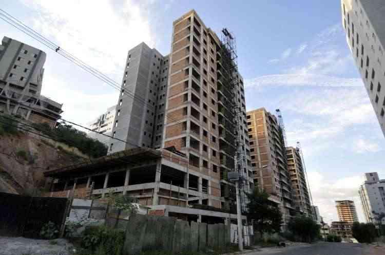 Prédios em construção deverão ser uma cena constante este ano - Juarez Rdorigues/EM/D.A Press - 10/2/14
