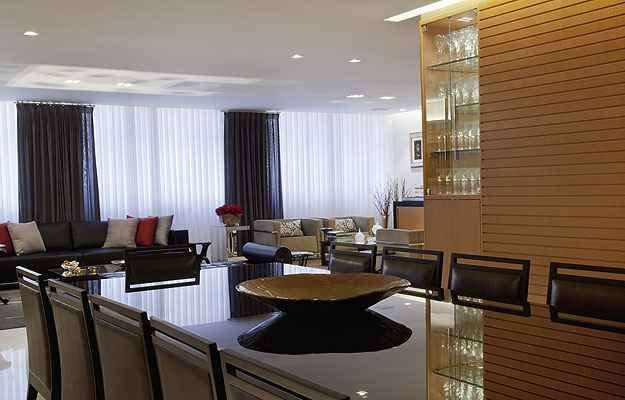O designer de interiores Antônio Machado gosta de usar o móvel de maneira funcional e não apenas como peça decorativa  - Fábio Cançado/Divulgação
