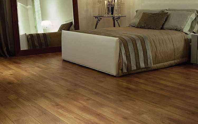 Na foto, piso de carvalho, uma das madeiras indicadas para ter durabilidade - Reprodução/Internet