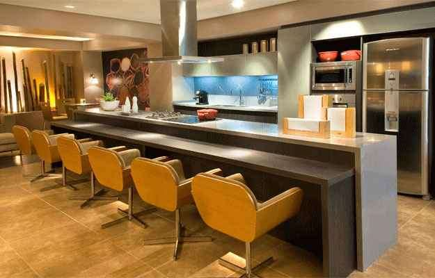 Cozinha projetada pela arquiteta e designer de interiores Alessandra Fatureto  - Clausem Bonifácio/Divulgação