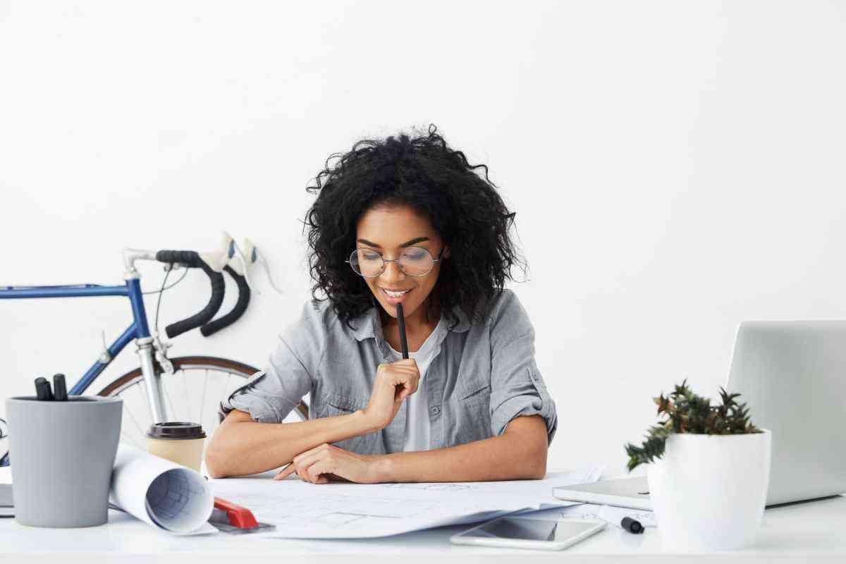Trabalhando em casa: saiba como montar um home office gastando pouco