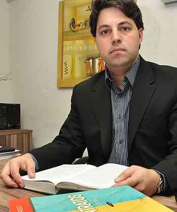 Presidente da AMMMG, Sílvio Saldanha diz que o ideal é consultar um especialista antes de fechar o negócio - Eduardo de Almeida/RA Studio - 28/5/13