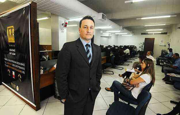 O tabelião Fernando Pereira do Nascimento diz que o consumidor tem que fazer o pedido na hora de registrar - Euler Júnio/EM/D.A Press