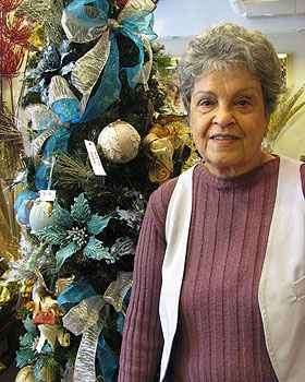A dona de casa Mariza Barbosa já começou a comprar lembranças para o Natal - Joana Gontijo/Portal Uai/D.A Press
