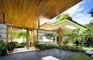Casa em Cingapura aproveita águas transparentes e plantas para ser um refúgio de paz