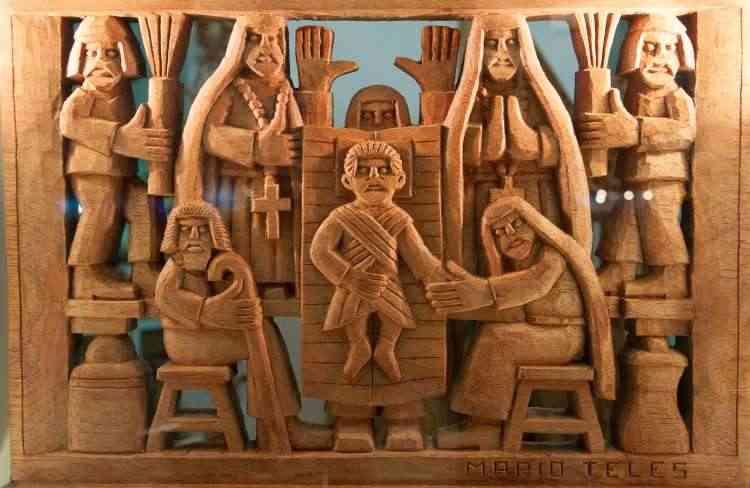Peças em madeira, com desenhos inspirados em cenas corriqueiras e manifestações culturais, fazem parte do trabalho do artesão Mario Telles  - Paulo Márcio/Divulgação