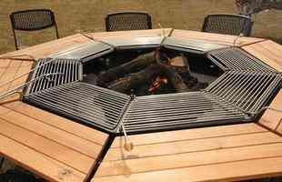 Mesa-grill permite que o churrasqueiro curta a festa enquanto prepara a carne
