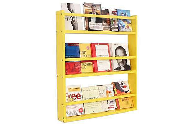 A Estante de Parede Legno Grande conta com compartimentos para organizar livros, revistas e acessórios decorativos sem ocupar muito espaço, por apenas R$ 199  - Divulgação
