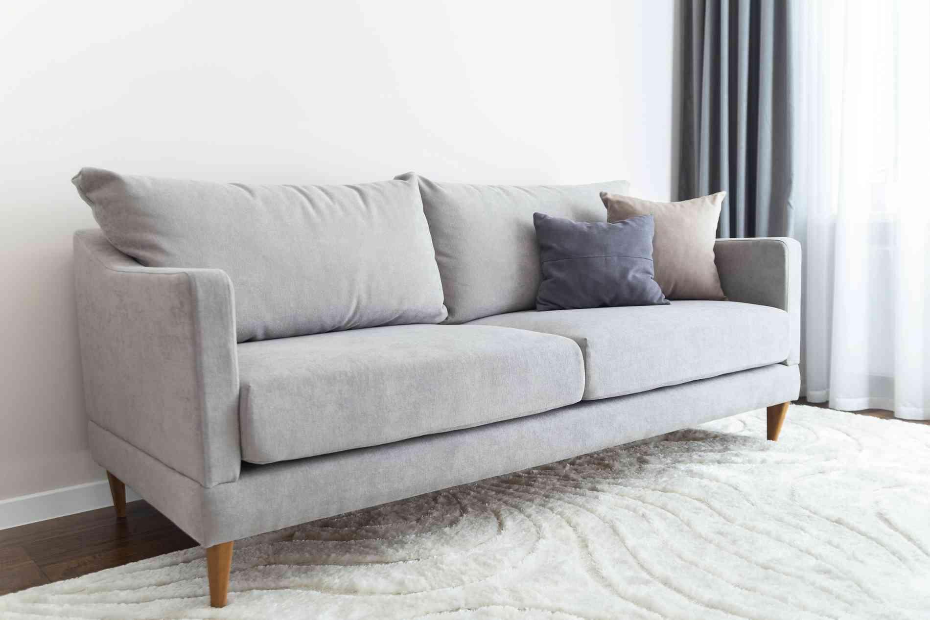 Aprenda a limpar o sofá - Freepik