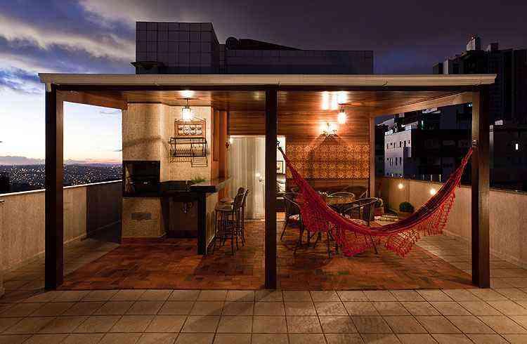 A atmosfera bucólica, com direito a uma rede para esticar o corpo, é característica dessa ambientação de Iara Santos em pleno centro urbano - Daniel Mansur/Divulgação