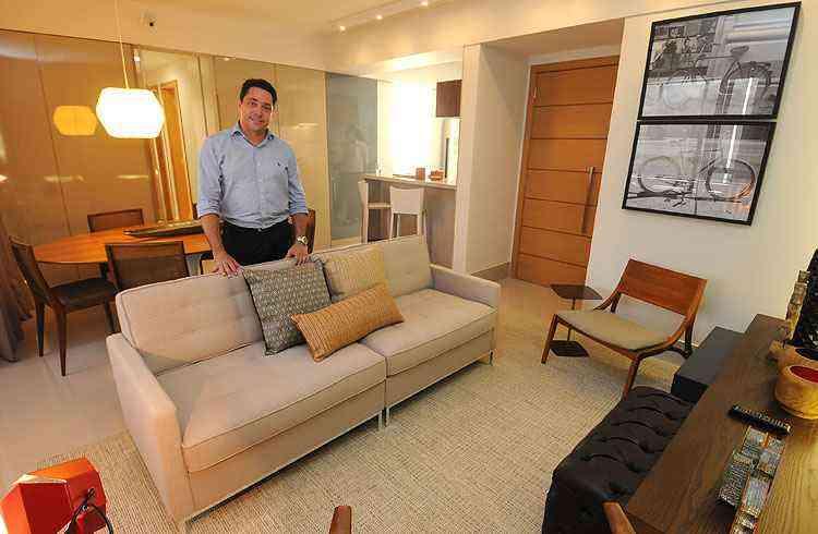 Glender Alvarenga, superintendente comercial da MIP Edificações, no apartamento decorado do Funcionários Lifestyle, que será entregue no fim do ano - Marcos Vieira/EM/D.A Press