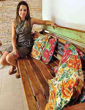 Para a arquiteta Marina Dubal, além de poder ser usada em móveis e revestimentos, a chita pode inserir na decoração um detalhe que dê vida e personalidade ao espaço - Eduardo Almeida/RA Studio
