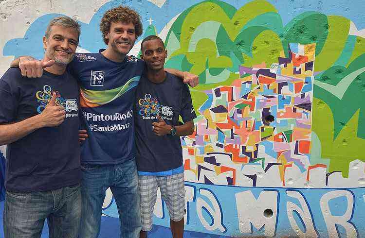 Guga e os artistas Paulo Consentino e Swell Demuner - Tintas Coral/Divulgação
