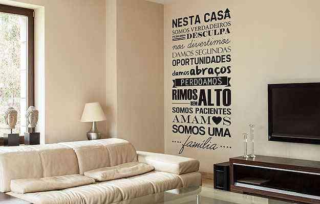 Frases em adesivos são perfeitas para pessoas descoladas, que gostam de novidades - Mudo Minha Casa/Divulgação