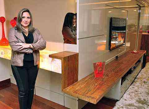 A arquiteta Daniela Carvalho ressalta a importância de ter atenção a instalações elétricas e luminárias próximas aos móveis - Eduardo de Almeida/RA studio