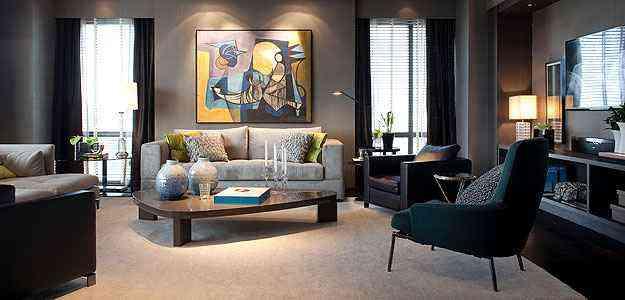 O Loft do Colecionador, de Fernando Piva, exibe obras como um quadro de Burle Marx, apoiado sobre o sofá - Mostra Black/Divulgação