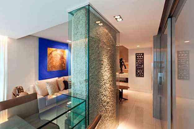 Assumir o pilar na decoração é uma alternativa que pode propor espaços exclusivos - Daniel Mansur/Divulgação