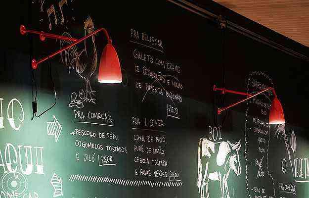 Uso de paredes ou quadros para receitas e cardápios levam charme a restaurantes e bares - Henrique Queiroga/Divulgação
