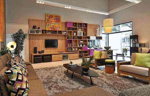 Loft pensado para um jovem contemporâneo integra de forma harmônica e moderna um grande living, sala de jantar e dormitório  - Lider Interiores/Divulgação