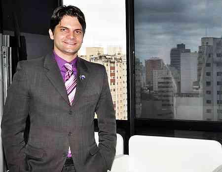 Fabrício Machado, broker da unidade imobiliária da RE/MAX Seven, defende a exclusividade pela facilidade para trabalhar o imóvel para obter os melhores resultados - Eduardo de Almeida/RA Studio