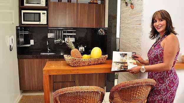 A designer de interiores Josey Moura diz que algumas intervenções podem fazer milagres na ampliação da cozinha - Eduardo de Almeida/RA studio