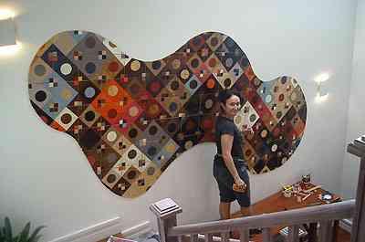 A designer Tissi Mousinho criou ladrlhos de madeira através da marchetaria, os chamados madrilos - Divulgação