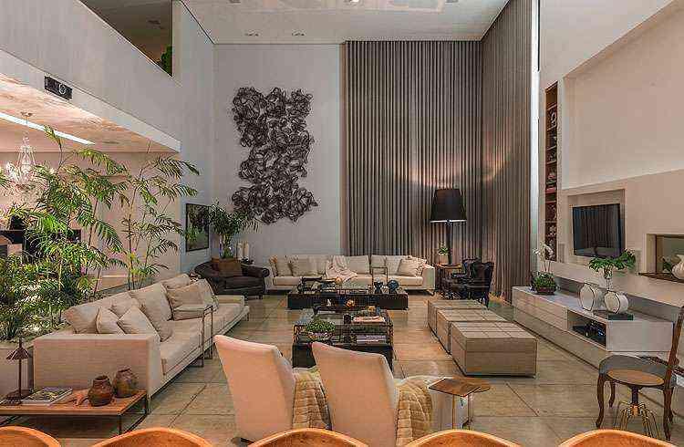 <b>Sala da Família:</b> No estar íntimo, uma bela escultura moderna se destaca no ambiente - Daniel Mansur/Divulgação