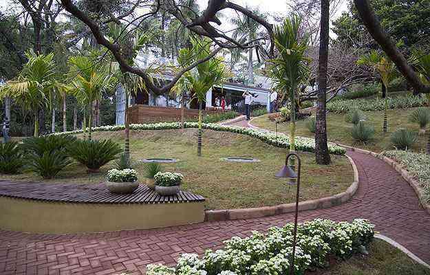 Zonas livres no terreno foram aproveitadas com a criação de belos jardins e plataformas sustentáveis que abrigam novos espaços - Thiago Ventura/EM/D.A Press