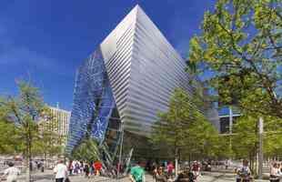 Memorial do 11 de Setembro tem projeto que incentiva interação do público. Colunas estruturais resgatadas do World Trade Center são a atração principal do pavilhão em homenagem às vítimas e sobreviventes do ataque terrorista