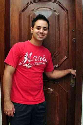 Felipe Franco, administrador de empresas, sabe que por ser um bem de altíssimo valor é preciso verificar todos os itens antes de se mudar - Eduardo de Almeida/RA Studio