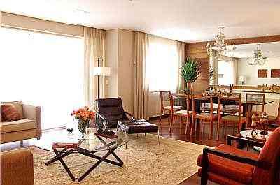 Sala de estar com sala de jantar integrada em projeto de Ednei Aquino - Wagner Silveira/Divulgação