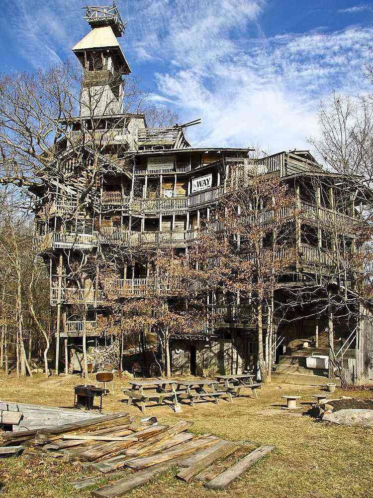 Casa na árvore de dez andares em Crossville, no estado do Tennessee (EUA) - Caters News Agency/Reprodução/Internet