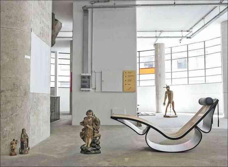 Rio Rocking Chair, do mestre modernista Oscar Niemeyer, participou da mostra italiana - Apex-Brasil/divulgação