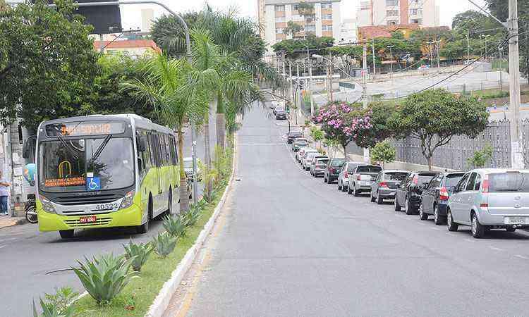 Rua Dom José Gaspar é uma das principais vias do Coreu e fica tranquila na época de férias escolares - Beto Novaes/EM/D.A Press