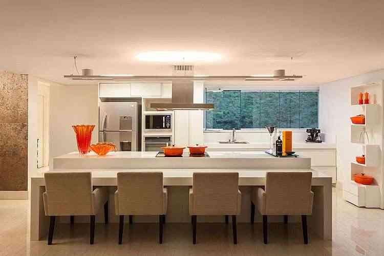 Projeto rompe os padrões e transforma a residência em um verdadeiro espaço de lazer - Daniel Mansur/Divulgação