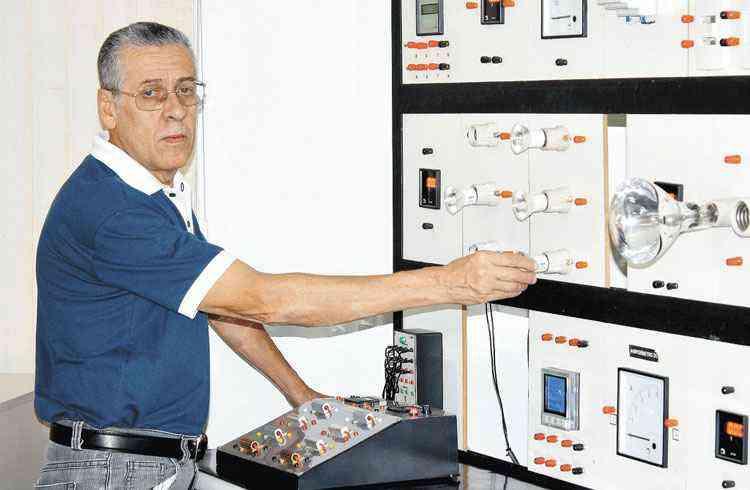 Máquina de lavar roupa e o ferro de passar consomem muita energia. %u201CTente usá-los quando houver bastante roupa acumulada para realizar o trabalho de uma só vez