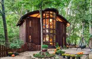 A casa de Vicco von Voss foi toda feita por ele, com madeiras recolhidas nas redondezas da obra