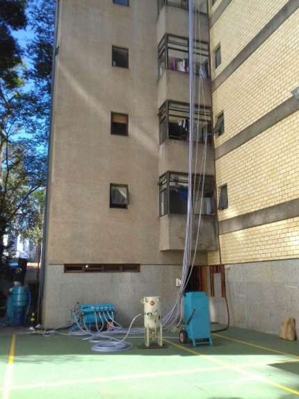 A tecnologia vem sendo utilizada para o reparo de encanamentos sem necessidade de quebrar paredes - Rafael Mota/Divulgação