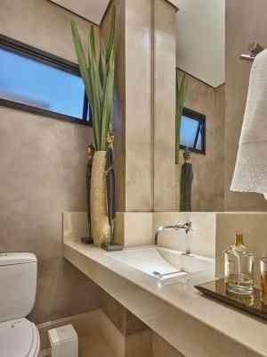 Textura metalziada foi priorizada neste projeto de lavabo, garantindo um charme extra - Jomar Bragança/Divulgação