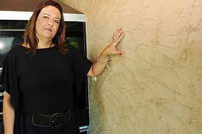 Para os conservadores, a decoradora Renata Palhares sugere o uso de cor forte em apenas uma das paredes - Eduardo Almeida/RA Studio