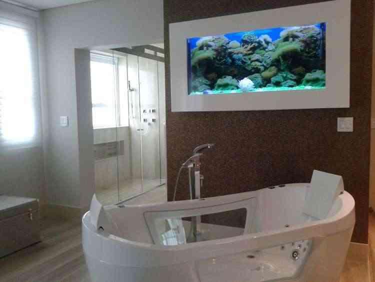 Uma das opções de decoração é instalar o aquário no banheiro  - Gustavo Andrade/Divulgação