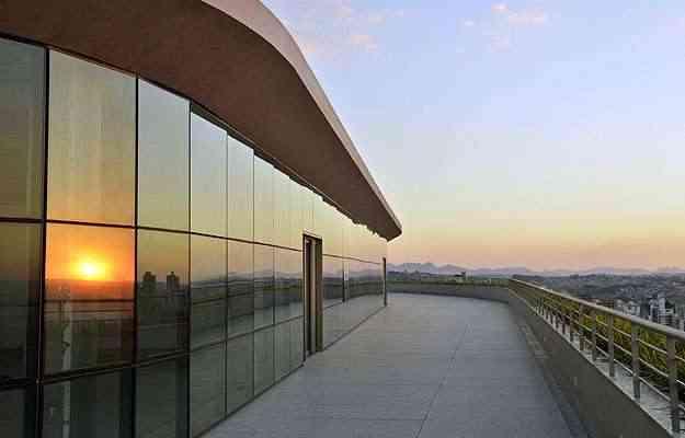 O Paisagem Escritório Parque, do Grupo EPO, tem fachada em textura clara e vidros laminados - Pedro Vilela/Agência i7/Divulgação