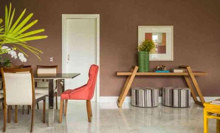 A designer Melina Mundim fez várias intervenções no apartamento da aposentada Maria Lourdes, deixando-o com mais personalidade - Rodrigo Tozzi/Divulgação