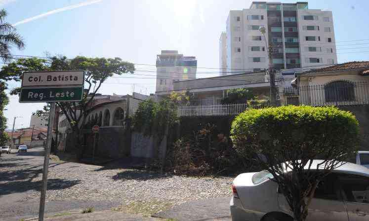 Praça pacata do bairro Colégio Batista -