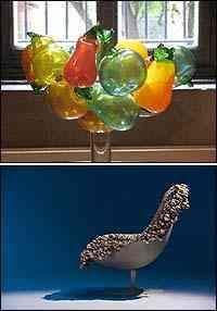 Frutas foram recorrentes: em plotagens, de vidro ou em alto relevo | Wood Chair, peça criada pelo Grupo Front, com design da cultura pop - Eraldo Pinheiro/Divulgação