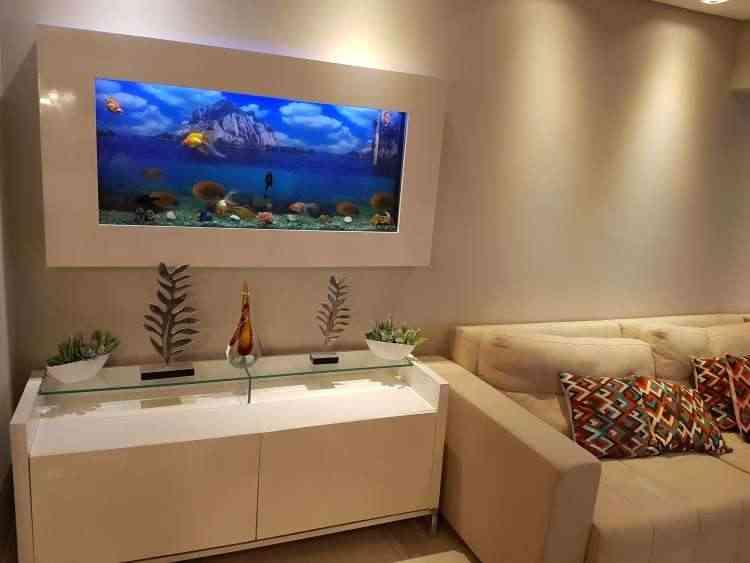 Peça causa impacto pelo colorido dos peixes e das plantas ao criar um cenário que lembra o fundo do mar  - Gustavo Andrade/Divulgação
