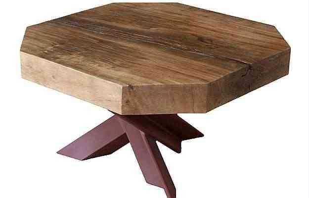 Designer: Monica Cintra. Material: madeira canela maciça com base em aço usinado. Medidas: 70 cm x 50 cm. Preço: R$ 4.200  - Divulgação