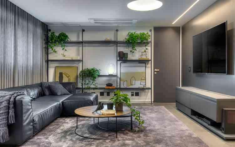 Para outra intervenção, em um apartamento antigo no Lourdes, em BH, a equipe do escritório de arquitetura participou do processo desde a opção pelo imóvel - Gustavo Xavier/Divulgação